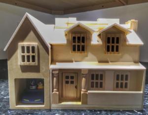 Melissa & Doug Fold & Go Dollhouse with blue car toy